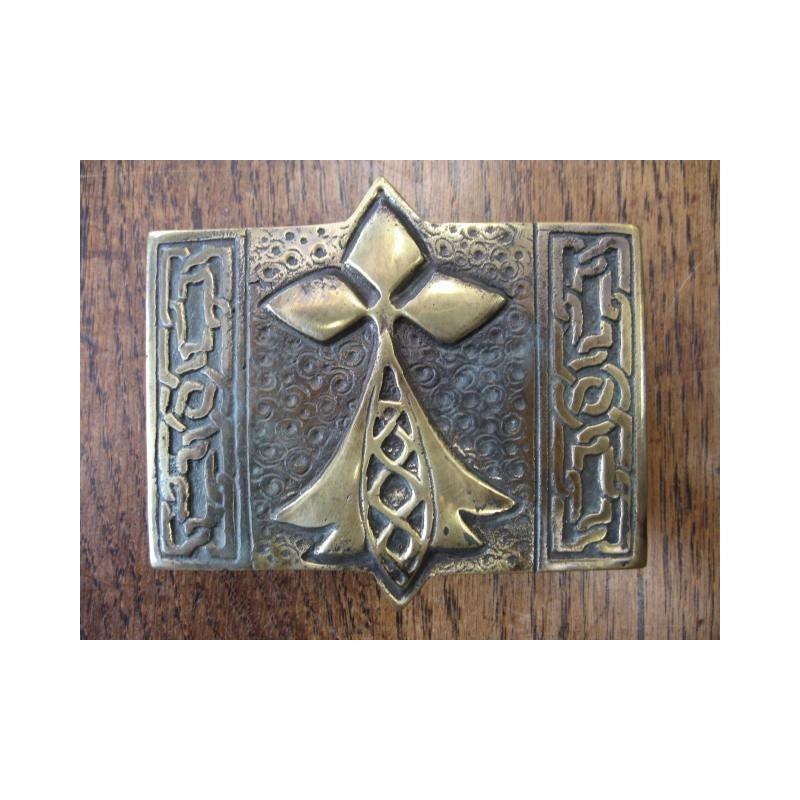 d93c26a0611d Boucle de ceinture de kilt en bronze représentant l hermine bretonne