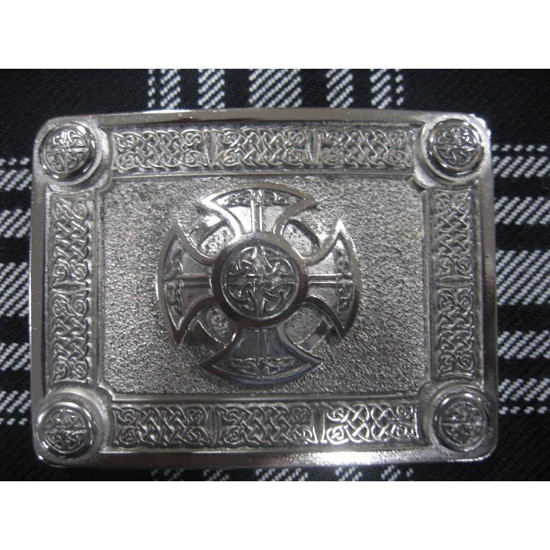 206cb0248f13 Boucle de ceinture de kilt représentant la croix celtique en nickel chromé